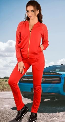 Красный спортивный костюм с кружевом