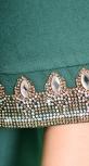 Нарядное расклешенное платье с красивыми рукавами и кристаллами, зеленое