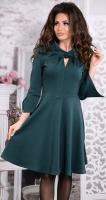 Стильное и необычное трикотажное платье изумруд