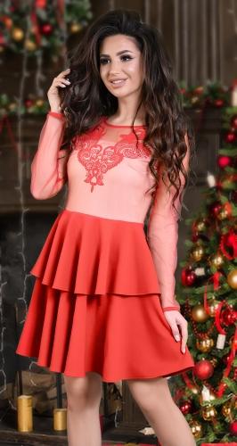 Красивое красное платье с пышной  юбочкой