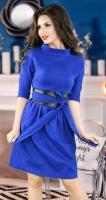 Модное платье цвета электрик с поясом