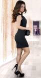 Нарядное черное платье с красивым декольте