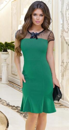 Платье с красивой линией декольте зелёное