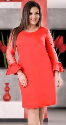 Красное коктейльное платье с жемчугом