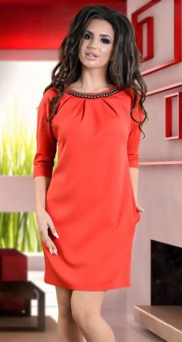 Нарядное платье красного цвета  с жемчугом