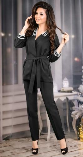 Модный брючный костюм черного цвета