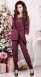 Модный брючный костюм цвета бордо