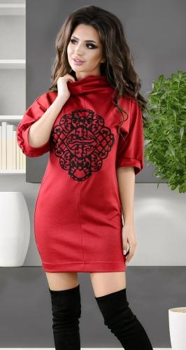 Уютное красное платье-туника с аппликацией  № 2821