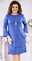 Красивое платье цвета электрик с кулоном