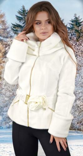 Курточка из эко меха ,ваниль