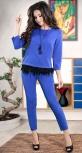 Шикарный трендовый костюм цвета электрик с перьями