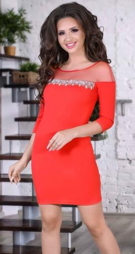 Красное вечернее платье со стразами