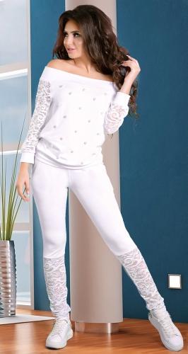 Очаровательный спортивный костюм белого цвета