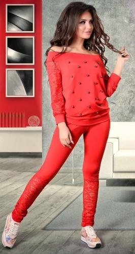Очаровательный спортивный костюм красного цвета