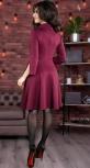 Стильное и необычное трикотажное платье цвета марсала