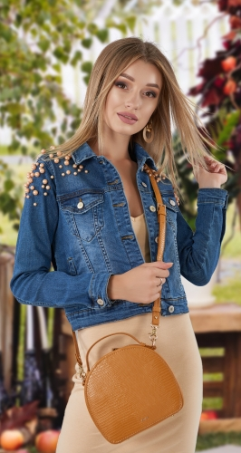 Джинсовая курточка с жемчужинами