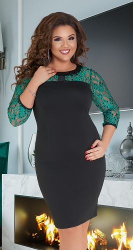 Чёрное короткое платье с изумрудным гипюром № 11342