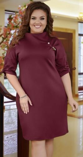Нарядное  платье с брошью ,марсала
