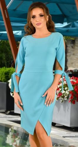 Стильное голубое платье с завязками