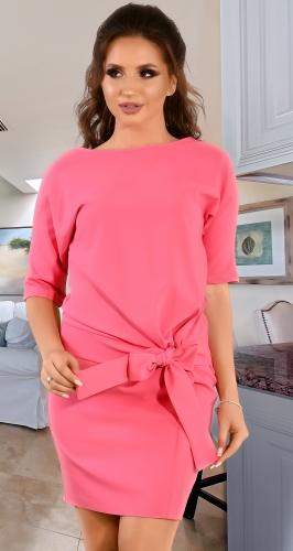 Розовое платье с бантом впереди