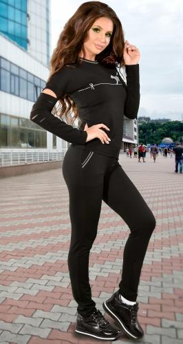 Трикотажный спортивный костюм черный