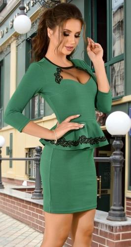 Кокетливое зеленое платье с баской