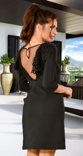 Красивое черное платье с открытой спиной