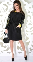 Красивое черное пальто с узором на рукавах