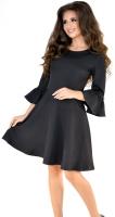 Черное нежное платье с расклешенной юбкой