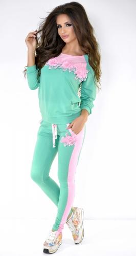 Салатово-розовый спортивный костюм