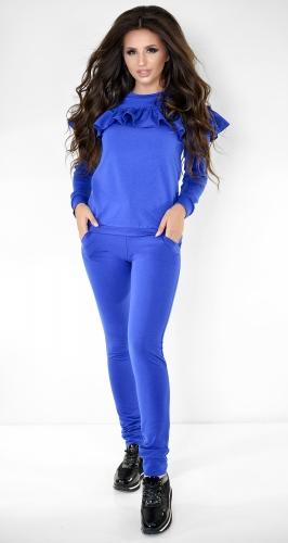 Яркий синий спортивный костюм с оборкой