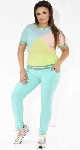 Спортивный костюм с разноцветными вставками