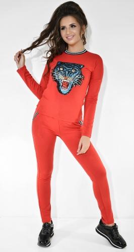 Красный спортивный костюм с аппликацией