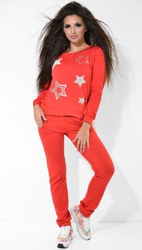 Красный спортивный костюм со звёздами