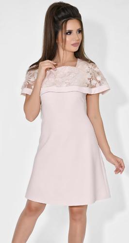 Нежное бежевое платье с цветами