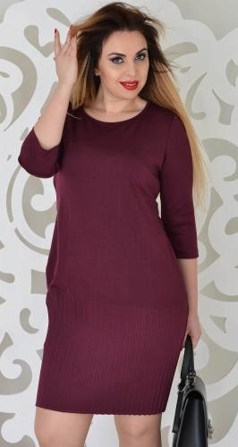 Стильное платье цвета марсала с плиссе