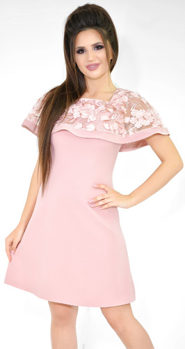 Нежное платье цвета пудра с цветами
