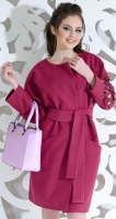 Красивое пальто цвета фуксия с узором на рукавах