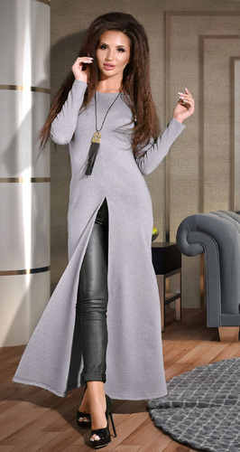 Серое платье с большим разрезом