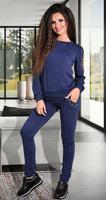 Красивый синий спортивный костюм
