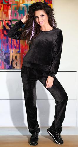 Черный бархатистый спортивный костюм