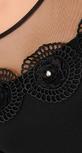 Вечернее платье черного цвета с цветами
