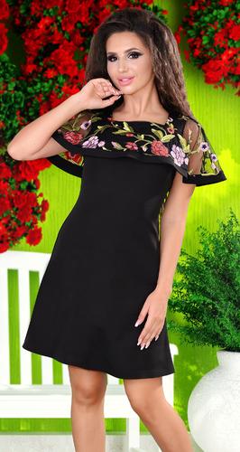 Черное платье с цветной вышивкой