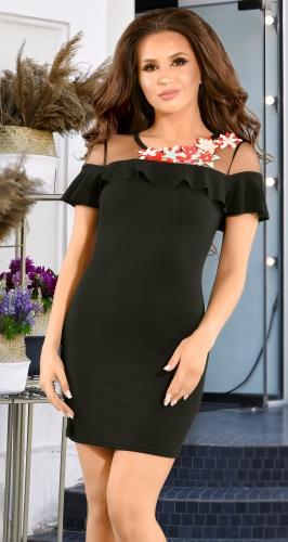 Черное облегающее платье с яркими цветами