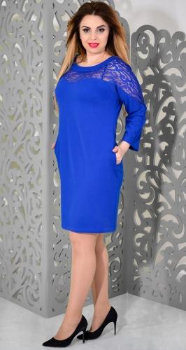 Изящное платье цвета электрик с гипюром