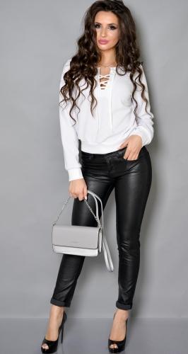 Трендовая белая блуза со шнуровкой