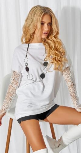 Белый свитерок с кружевными рукавами