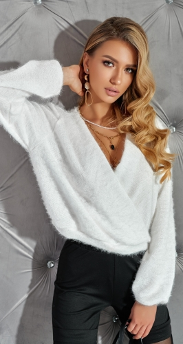 "Белый свитер "" на-запах """