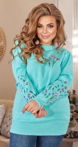 Красивый свитерок с вышивкой