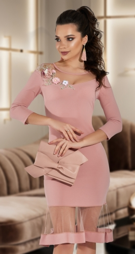 Красивое платье с декольте № 3856